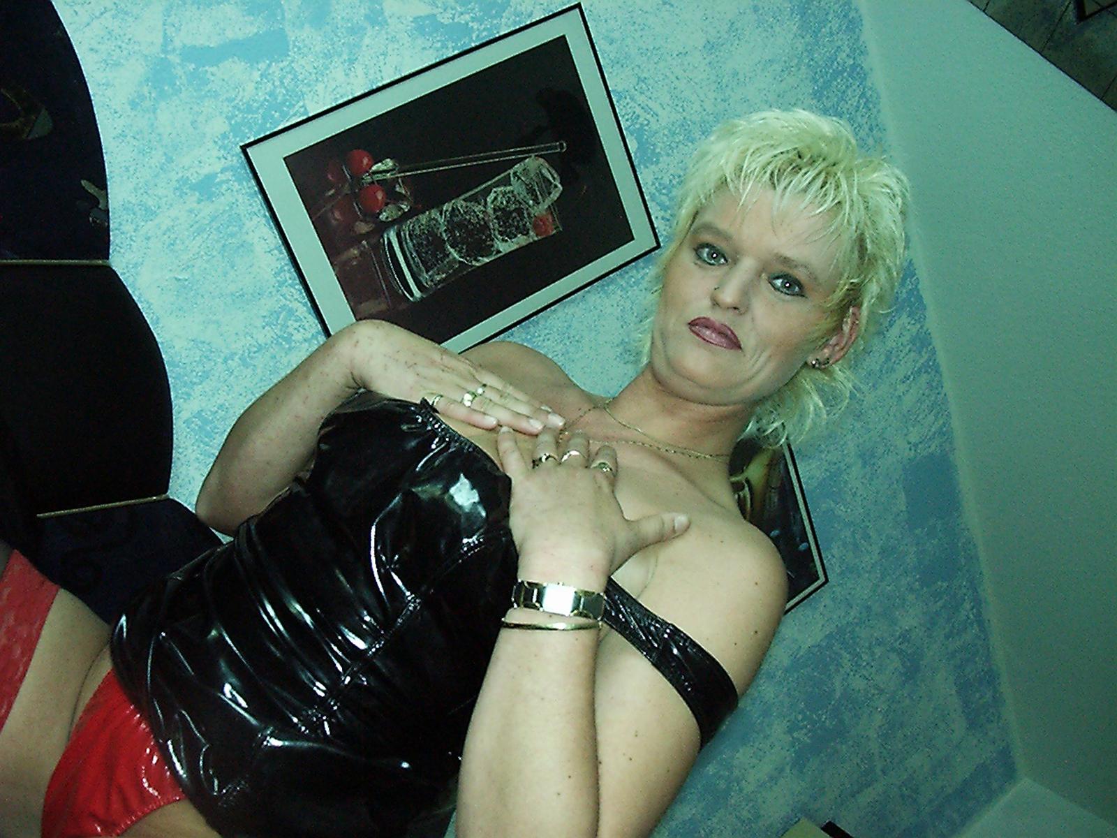 Frau im Latexkorsett